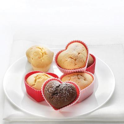 Różowe foremkiienia muffinek w kształcie serca do rob
